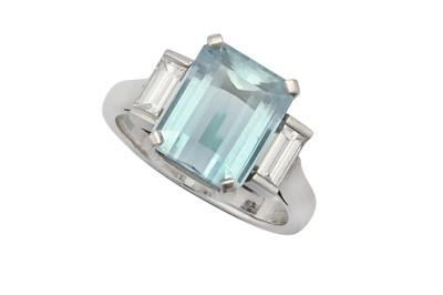 Lot 36 - An aquamarine and diamond dress ring