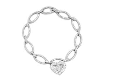 Lot 35 - A diamond bracelet