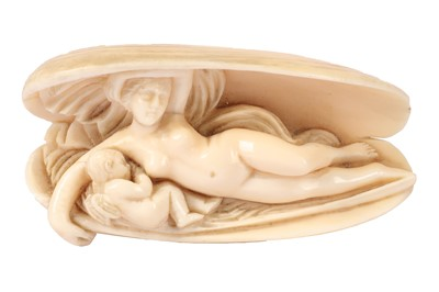 Lot 1015 - SMALL CARVED IVORY RELIEF DEPICTING VENUS WITH CUPID