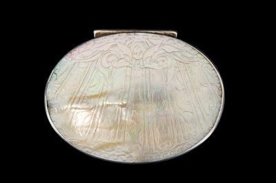 Lot 22 - A LATE 17TH / EARLY 18TH CENTURY SILVER AND MOTHER OF PEARL SNUFF BOX
