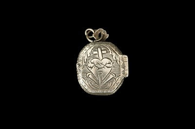 Lot 20 - AN 18TH CENTURY SPANISH SILVER SACRED HEART RELIQUARY LOCKET