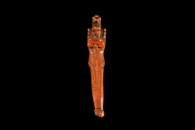 Lot 9 - AN EARLY 18TH CENTURY ENGLISH QUEEN ANNE PERIOD YEW WOOD NUTCRACKER
