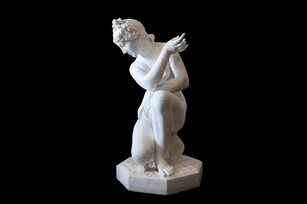 Lot 125 - A LARGE EARLY 20TH CENTURY ITALIAN CARRARA MARBLE FIGURE OF THE CROUCHING VENUS