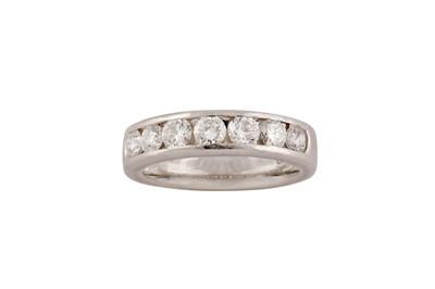 Lot 59 - De Beers | A diamond half-hoop ring