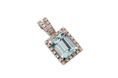 Lot 66 - An aquamarine and diamond pendant