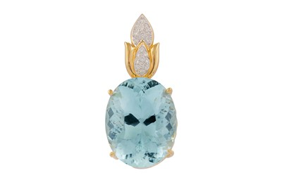 Lot 85 - An aquamarine and diamond pendant