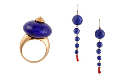 Lot 78 - λ A lapis lazuli ring and earrings
