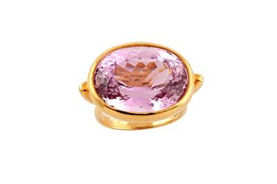 Lot 17 - A kunzite dress ring