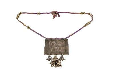 Lot 364 - A TRIBAL INDIAN SILVER NECKLACE