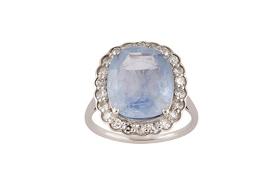 Lot 90 - A sapphire and diamond cluster ring