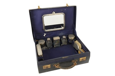 Lot 28 - A GEORGE V MAPPIN & WEBB TRAVELLING VANITY CASE