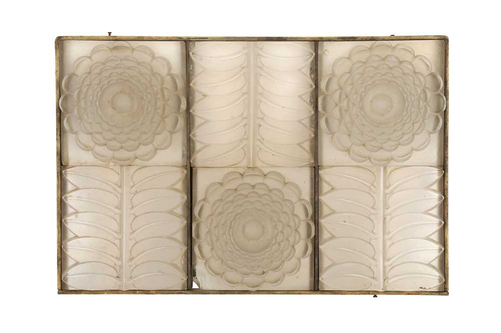 Lot 48 - AMENDED DESCRIPTION: IN THE MANNER OF LALIQUE, (FRENCH, EARLY 20TH CENTURY)