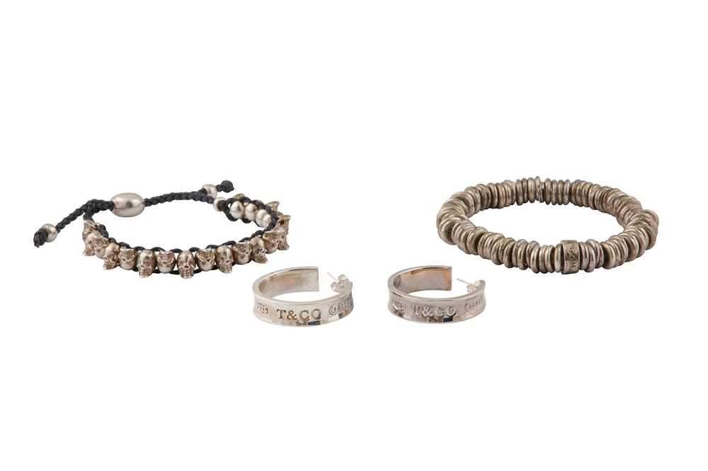 Lot 3 - A SMALL COLLECTION OF JEWELLERY