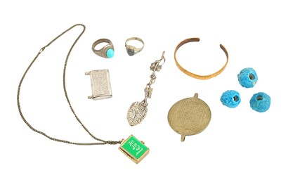 Lot 176 - A MISCELLANEOUS GROUP OF JEWELLERY AND ACCESSORIES