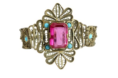 Lot 166 - A LOW-GRADE SILVER FILIGREE BRACELET SET WITH A LARGE EMERALD-CUT SYNTHETIC RUBY