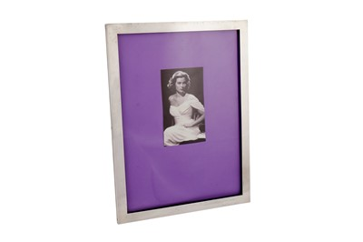 Lot 34 - A LARGE STIRLING SILVER PHOTOGRAPH FRAME