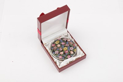 Lot 39 - A 20TH CENTURY GERMAN 935 SILVER AND ENAMEL COMPACT