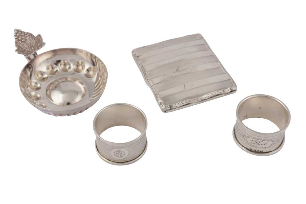 Lot 32 - A MIXED GROUP OF STERLING SILVER
