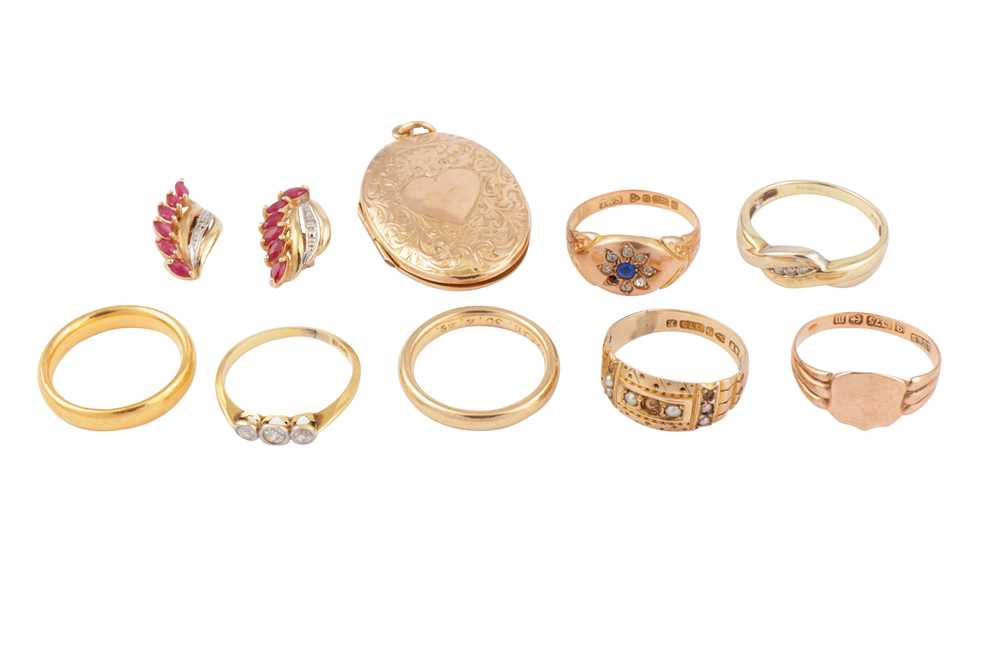 Lot 16 - A SMALL COLLECTION OF JEWELLERY