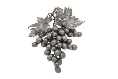 Lot 92 - A late 20th century Italian sterling silver model of grapes, Milan circa 1900 by Fredrico Buccellati