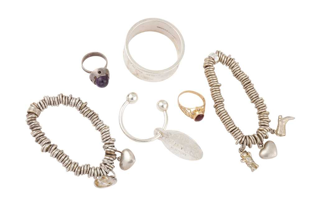 Lot 12 - A GROUP LOT OF JEWELLERY