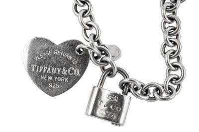 Lot 22 - A TIFFANY & Co. NECKLACE