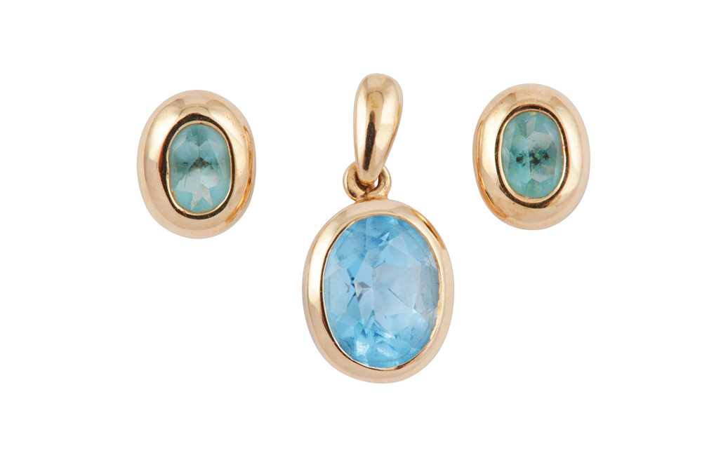 Lot 11 - A PAIR OF BLUE TOPAZ EARSTUDS AND A PENDANT