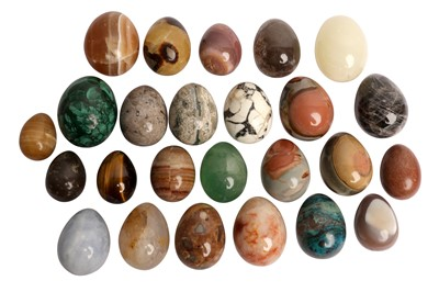 Lot 70 - A COLLECTION OF SPECIMEN MARBLE AND AGATE EGGS OR HAND COOLERS