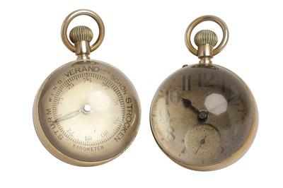 Lot 69 - A CONTINENTAL GLASS AND BRASS SPHERICAL BULLS EYE DESK CLOCK, 20TH CENTURY