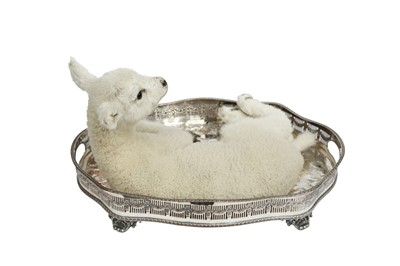 Lot 9 - TAXIDERMY: DINNER IS SERVED