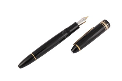 Lot 65 - A GERMAN MONTBLANC MEISTERSTUCK 'LE GRAND' FOUNTAIN PEN NUMBERED 146
