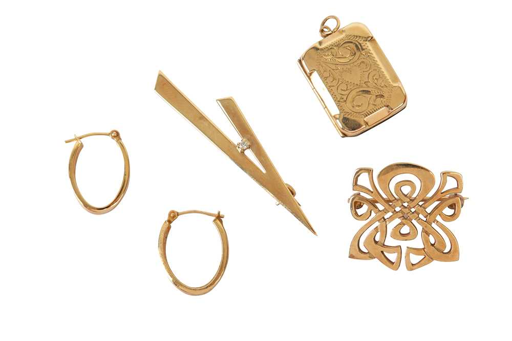 Lot 20 - A SMALL COLLECTION OF JEWELLERY