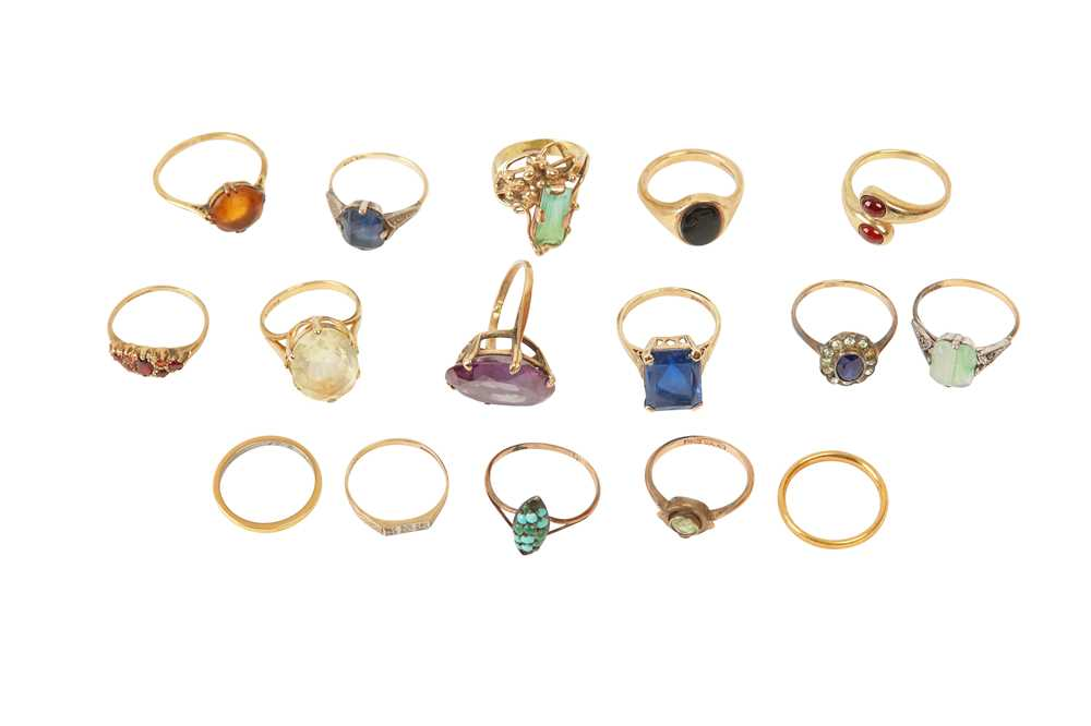 Lot 10 - A LARGE COLLECTION OF RINGS