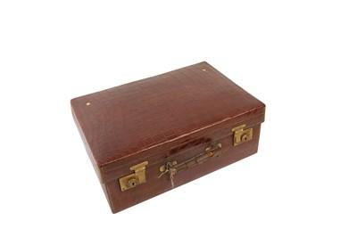 Lot 41 - AN EDWARDIAN TRAVELLING VANITY CASE